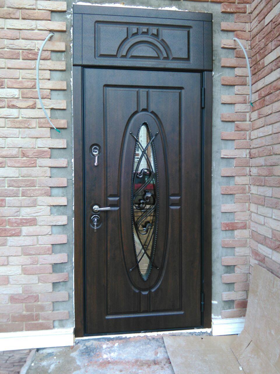 уличная дверь Монарх с фрамугой стекло ковка стальная линия