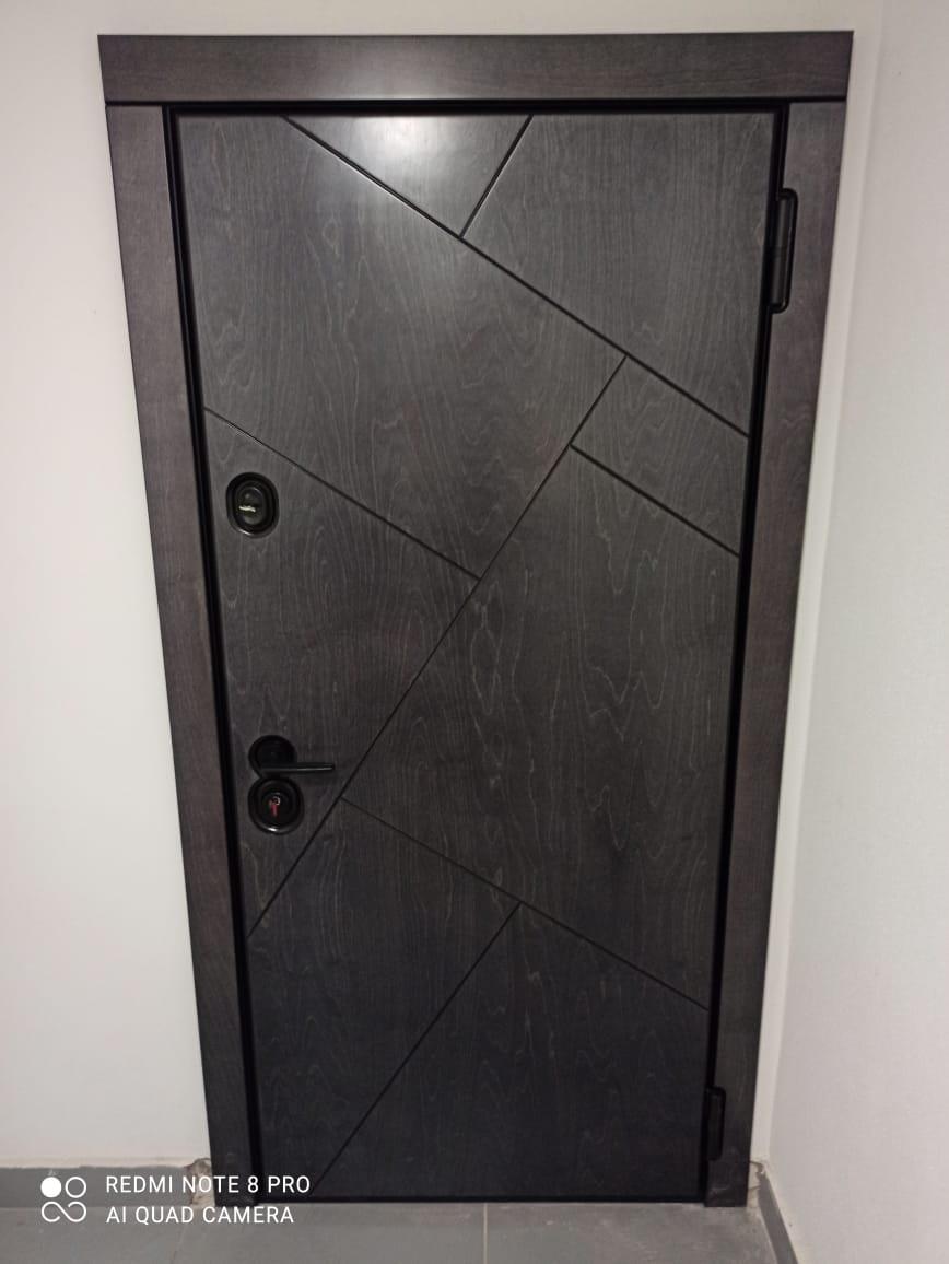 Bjork Терра натуральный шпон чёрная фурнитура для входных дверей Стальная Линия