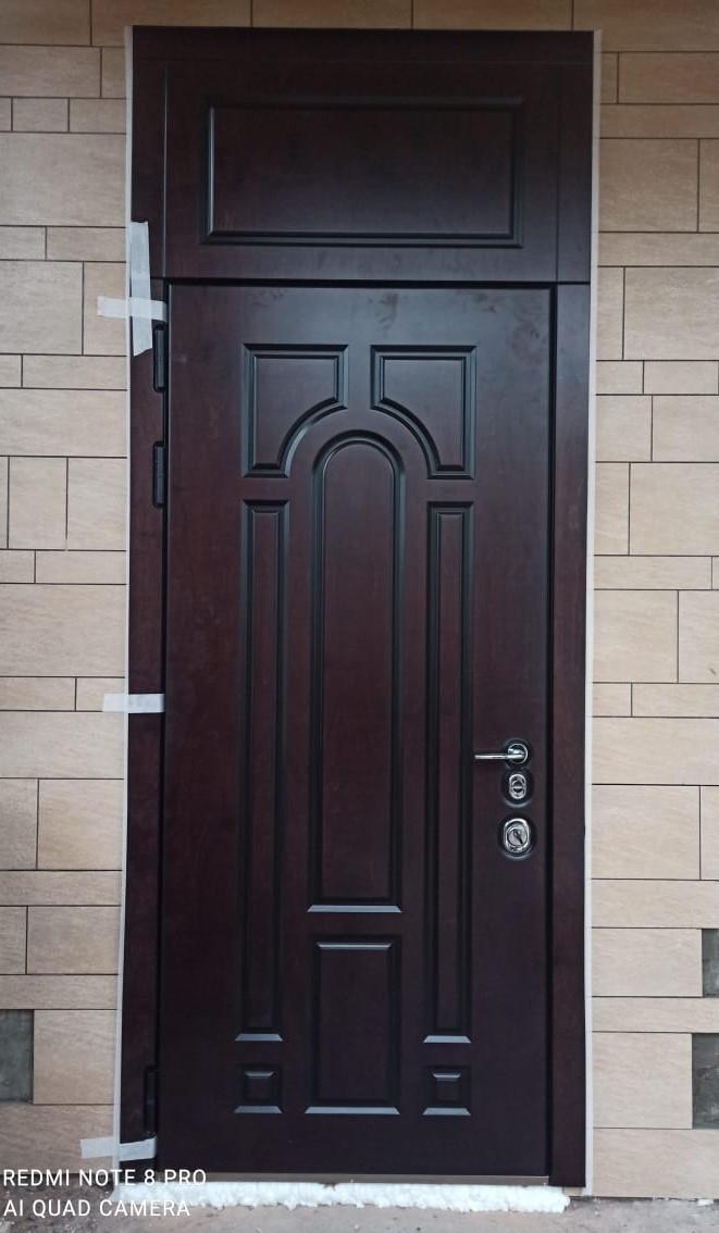 Дверь в дом с фрамугой Bjork Бьорк массив натуральное дерево Стальная Линия