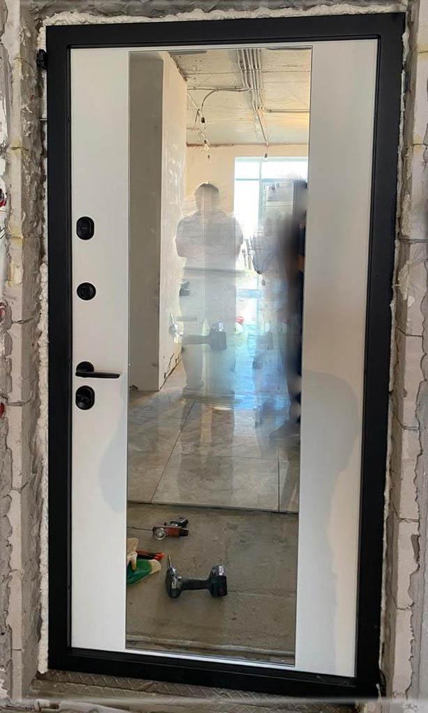 входная дверь зеркало техно-27 чёрная фурнитура стальная линия