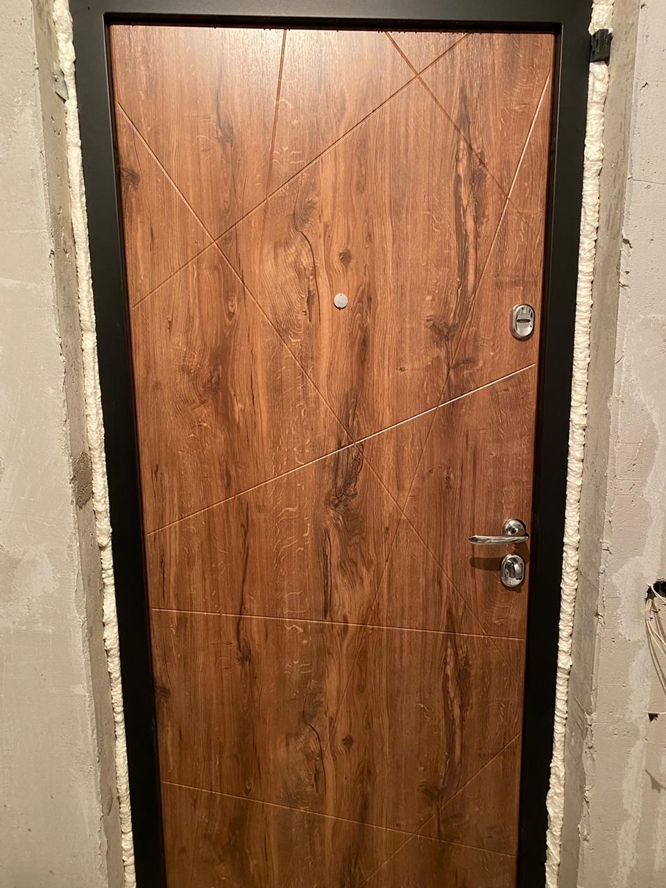 дуб королевский входная дверь в квартиру стальная линия д-13