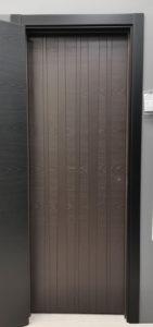 межкомнатная дверь современная вертикальные полосы натуральный шпон ясеня эмаль blend 404 potential doors