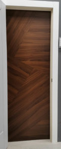 межкомнатная дверь современная дизайнерская натуральный шпон ореха ideline dg mix 5 potential doors