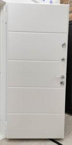 белая входная дверь современная горизонтальные полосы экошпон пломбир Н-67 стальная лиия