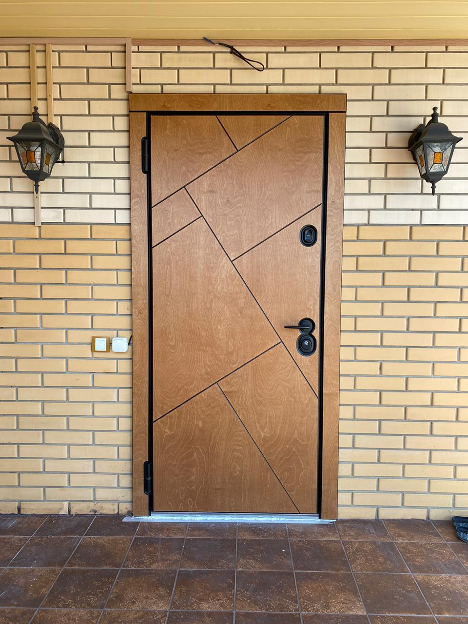 входная уличная дверь с терморазрывом массив дерева натуральный шпон берёзы Bjork шабо рисунок сидней чёрная фурнитура стальная линия