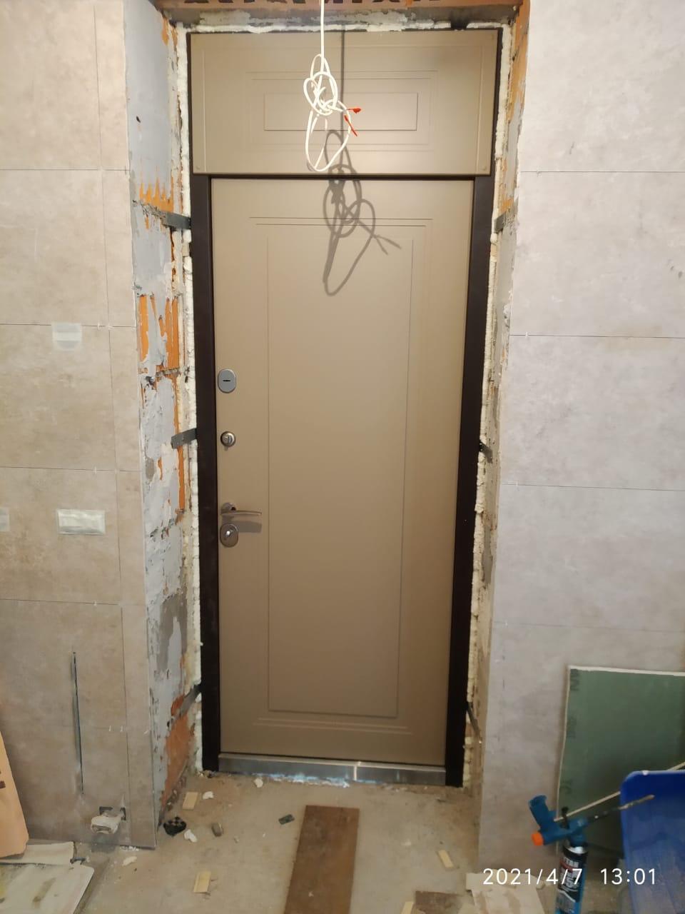 уличная дверь с термразрывом фрамуга эмаль цвет капучино рисунок П-51 стальная линия