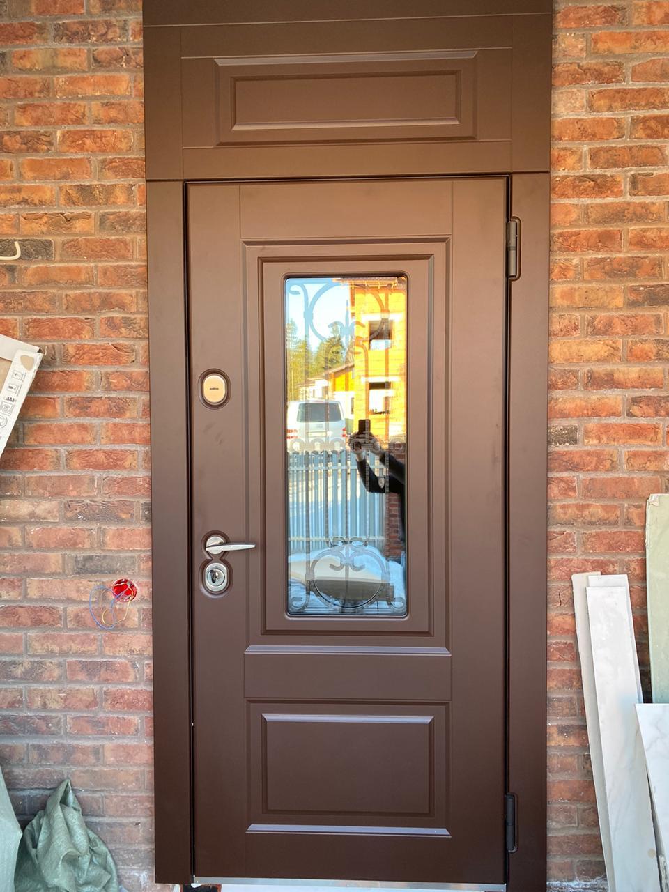 уличная дверь с терморазрывом Соренто. Стекло ковка Эмаль коричневая стальная линия
