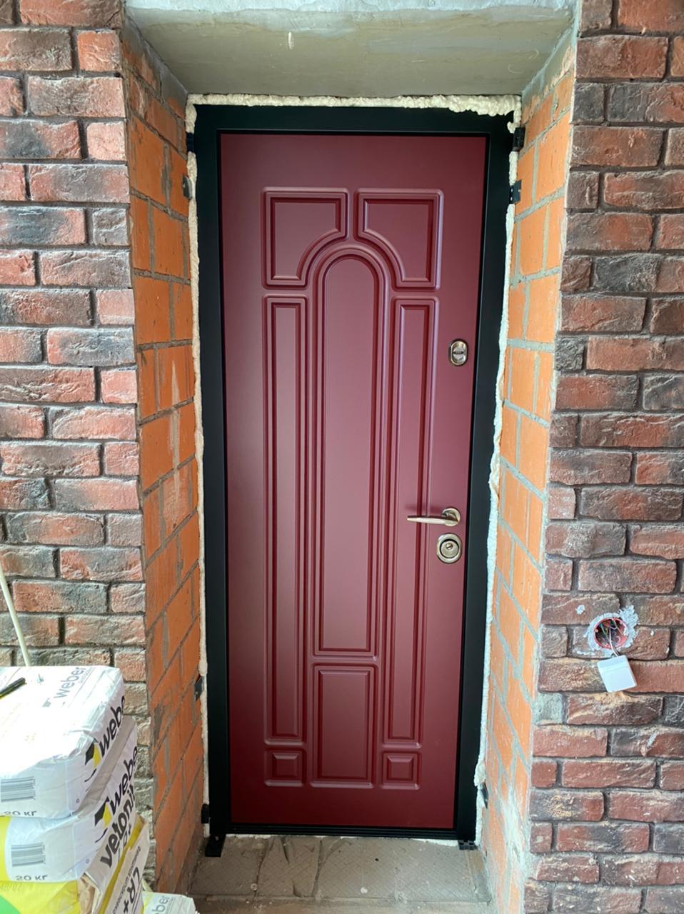 красная входная дверь в дом цвет марсала рисунок Н-90 стальная линия