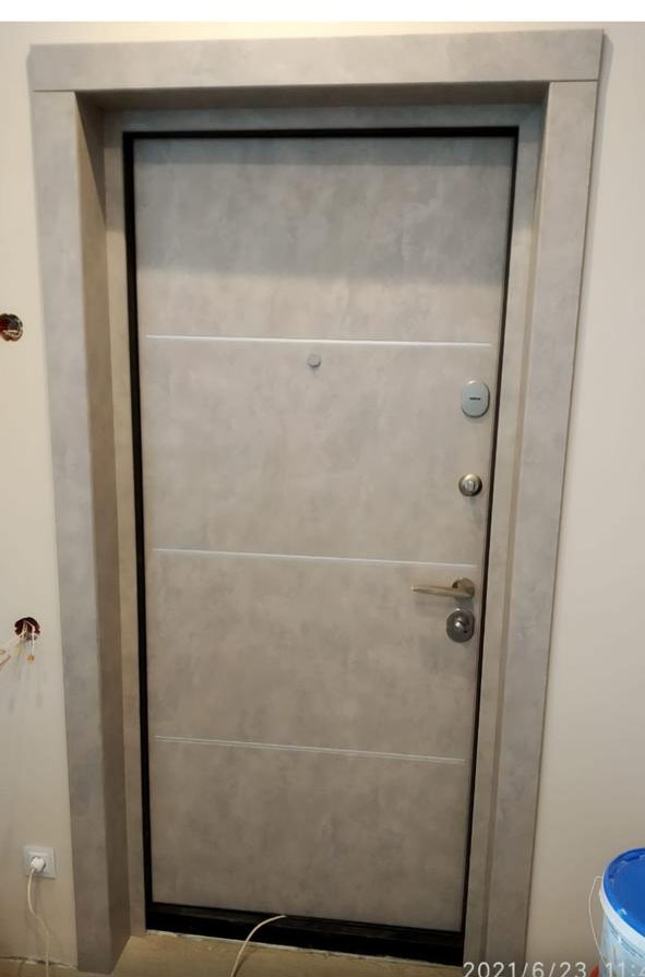 входная дверь стальная линия пвх серая лазурь рисунок CM-06 вставки алюминиевый молдинг откосы