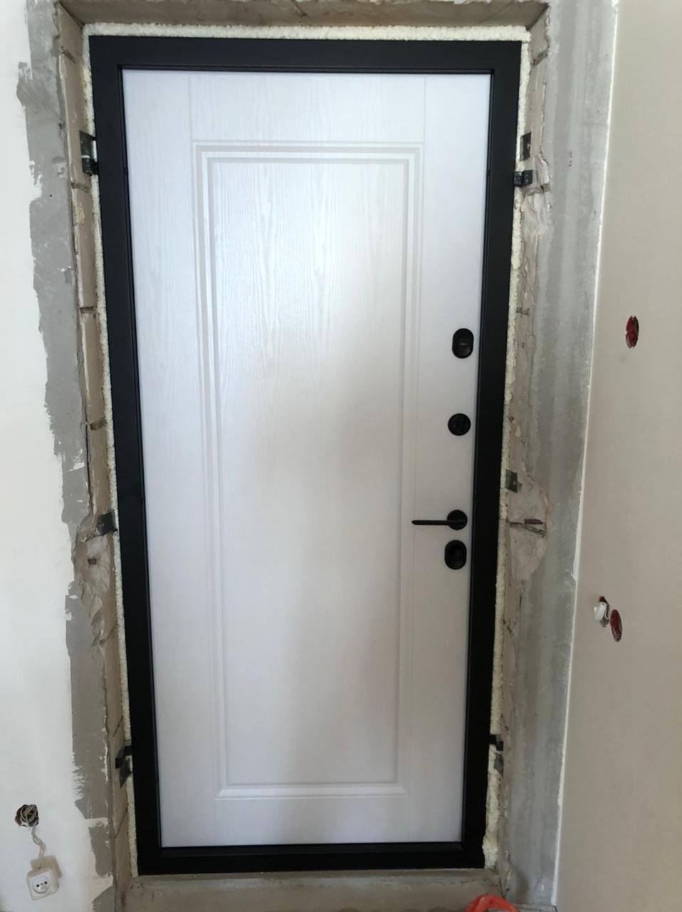 входная дверь стальная линия отделка ПВХ ясень белый рисунок П-28