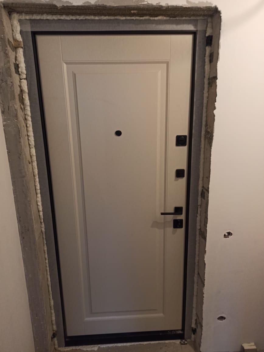 входная дверь стальная линия отделка экошпон премиум ясень кремовый рисунок П-45